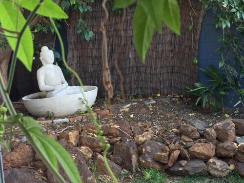 Sydney Executive Garden Apartment