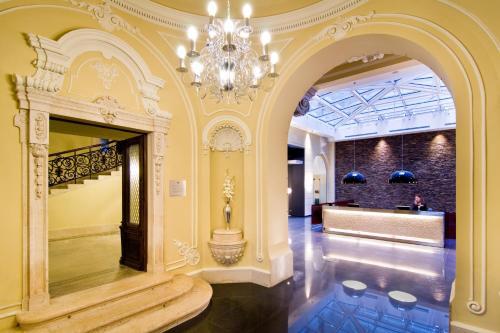 فندق بالازو زيشي بودابست