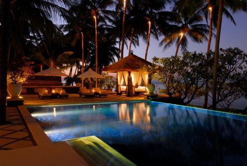 巴厘岛登博水疗别墅度假村