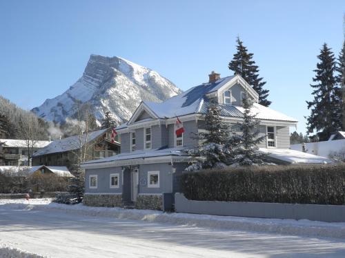 Blue Mountain Lodge Bed & Breakfast