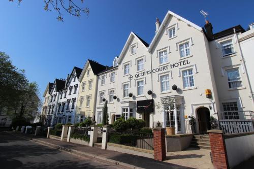 Queens Court Hotel