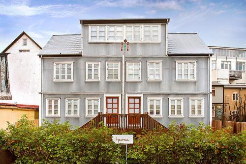 Home Luxury Apartments