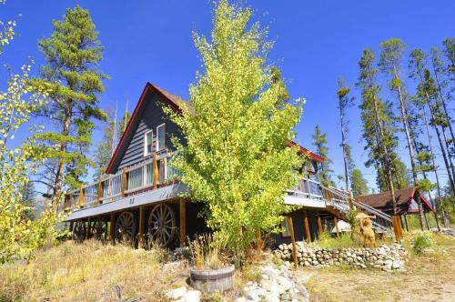 Cabin in the Woods by Colorado Rocky Mountain Resorts