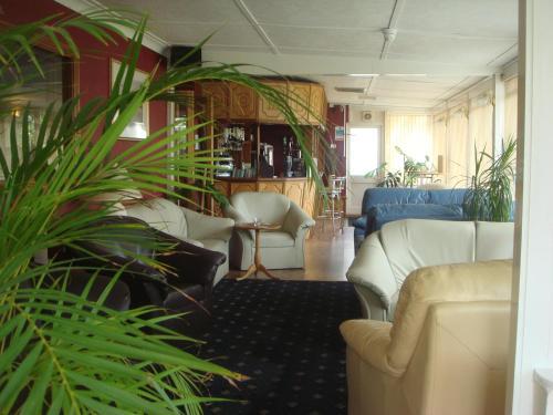Manian Lodge