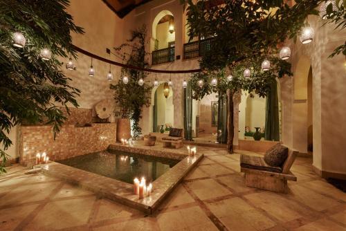 里亚德代尔庭院旅馆