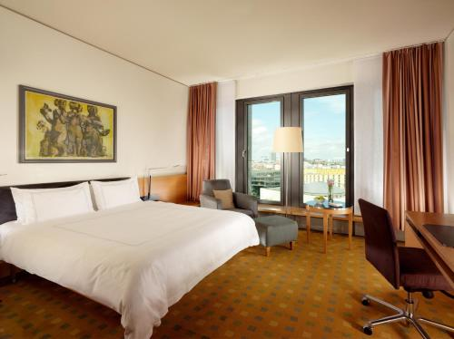 柏林库弗斯坦达姆瑞士酒店