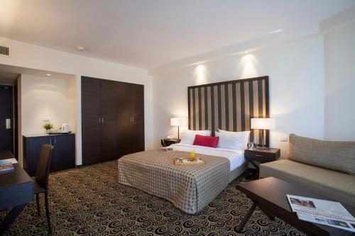 荷兹利亚沙仑酒店