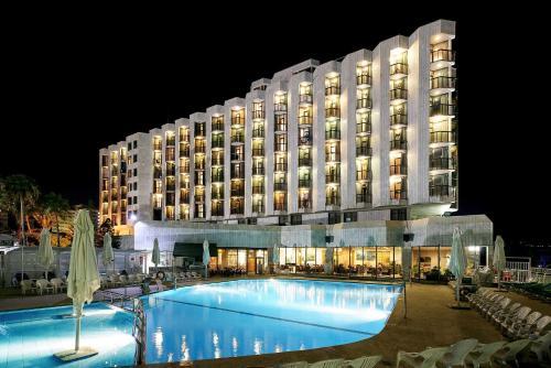 凯撒提贝利亚斯高级酒店