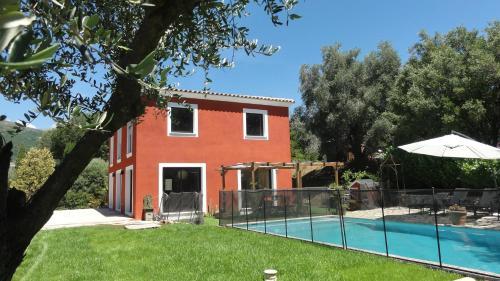 Villa Rouge Piscine Côte d'Azur
