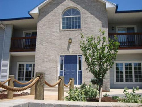 Put-in-Bay Condos 706 Pool View Sleeps 8