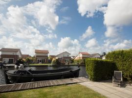 Great house at the lake nearby the city center of Amsterdam, فِنْكِفين