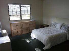 Spacious One Bed Apartment off Eastern Road, ناسو