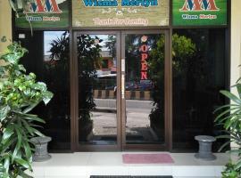 Wisma Merlyn, Serang