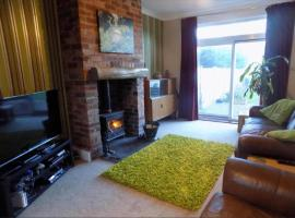 Beautiful 2 Bedroom House in the centre of Lytham St Annes, Saint Annes on the Sea