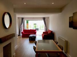 Camberley 4 Bed Detached House, كامبرلي