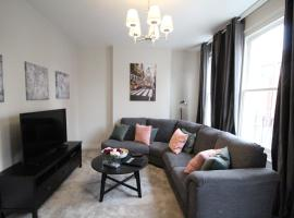 Beautiful 3 Bed Room Apartment In London
