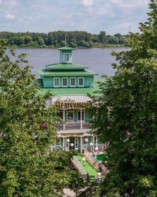 沃尔兹斯卡亚曾施纳水上酒店