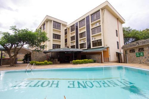 14 kisumu for Hotels in kisumu with swimming pools