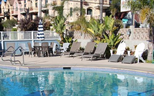厄齐沃特海滩套房酒店