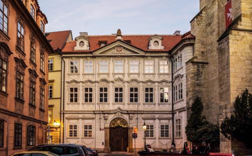 拉赞斯卡4号公寓式酒店