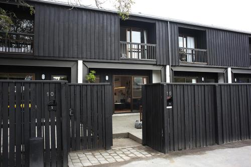 Enchanting Modern City Townhouse - Two Bedroom