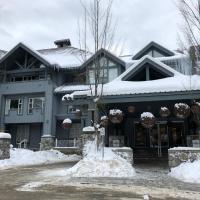 Deluxe Studio at Glacier Lodge